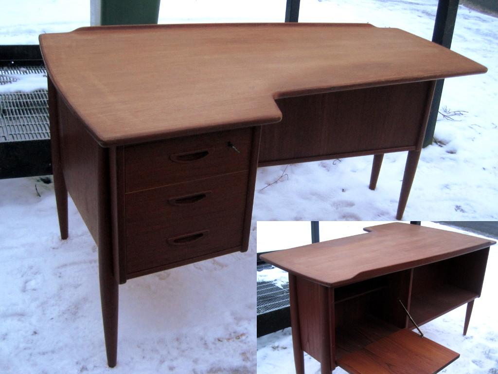 skrivbord med bokhylla