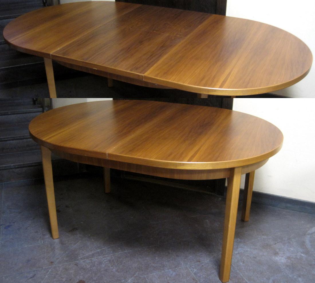 Ovalt Matbord Valnöt Med 1 Vikbar Iläggsskiva Som Förvaras Iunder Bordsskivan Och Enkelt Viks