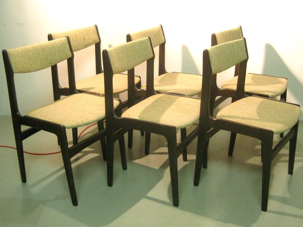 Danska Teakstolar : danska stolar i morkbetsad ek med beige textilklodsel, 60tal 2
