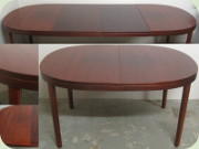 Large oval mahogany                           tainted dining table eith 2 leaves