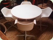 60's plastic lounge chairs on swivelbase & tulip base table, Robin Day