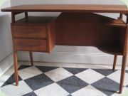 50's rare teak desk, Danish design by Gösta Tibergaard Ikast Möbelfabrik. 2 drawers on the left side, shelf on the right. Shelf on the back.