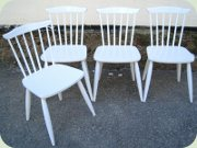 Set of 4 white chairs